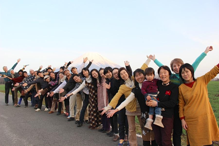 皆神山からの帰り道、富士山の前にて